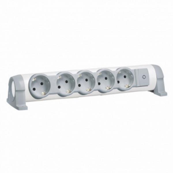 Legrand Комфорт 5 розеток с заземляющим контактом со шторками, поворотный блок с фиксацией, выключатель с индикацией